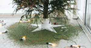 Aux USA, on célébre la chute des aiguilles du sapin de Noël mais pas que...